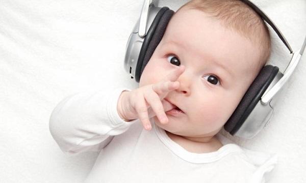 Giáo dục sớm trẻ sơ sinh năm đầu đời