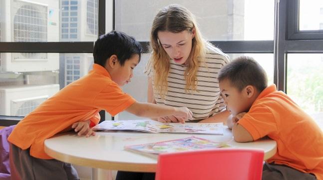 Kích hoạt khả năng tương tác và suy nghĩ nhạy bén cho trẻ