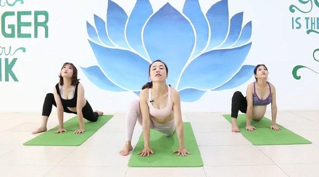 Yoga bầu mẹ khỏe - con thông minh
