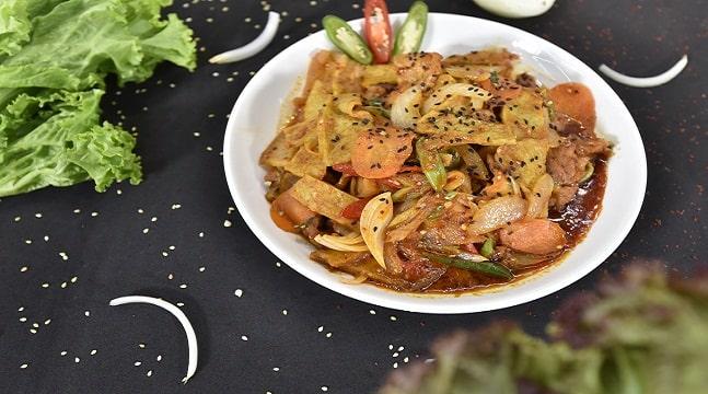 Công thức làm Thịt hầm Bossam và Thịt lợn xào cay Suyuk Pokum truyền thống Hàn Quốc
